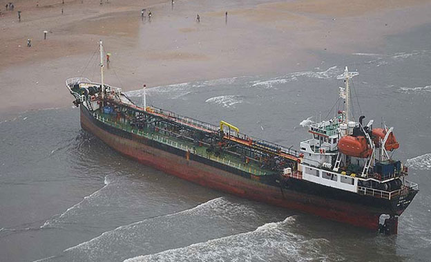 MT-Pavit-aground-on-indian-beach