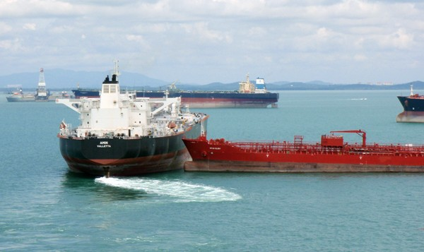 singapore tankers near miss collision