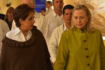 Secretary Clinton with Mexican Foreign Affairs Minister Patricia Espinoza at Signing of the U.S.-Mexico Transboundary Agreement on Hydrocarbons. Photo: U.S. State Department