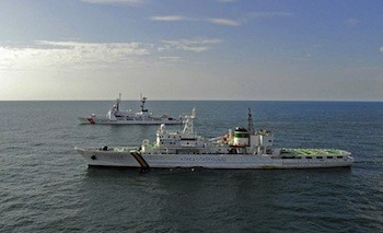 A Republic of Korea Coast Guard vessel alongside the U.S. Coast Guard cutter USCGC Boutwell. Photo: USCG/Wikimedia Commons