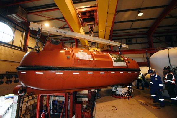 hyperbaric lifeboat seawell helix ESG