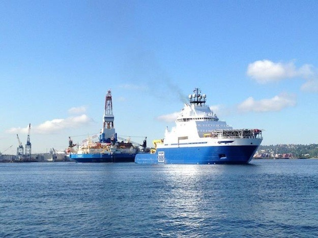 The M/V Aiviq daparting Vigor Shipyard with Kolluk righ in tow.  Photo via gCaptain Forum