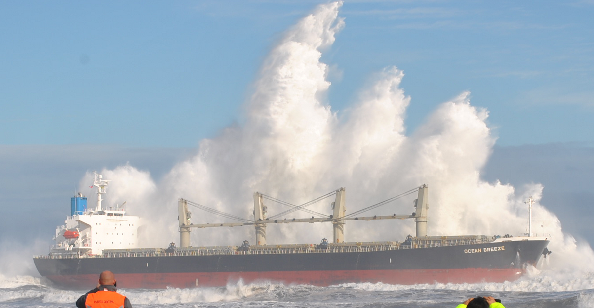 ocean breeze aground chile bulk carrier