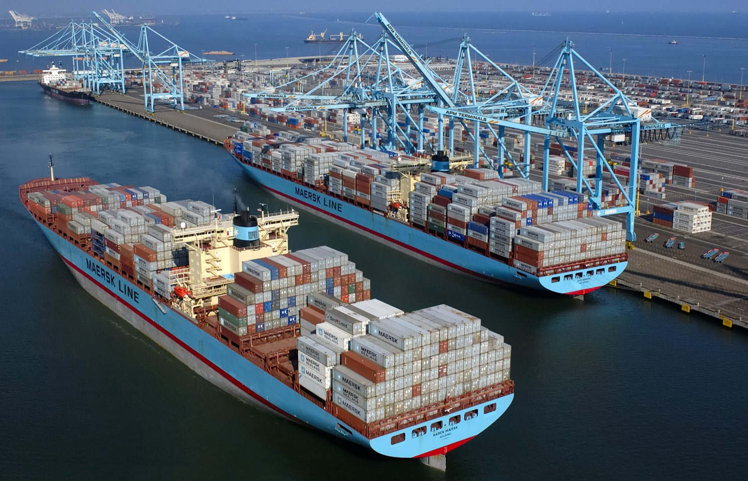 Pier 400 Los Angeles apm terminals container shipping maersk line