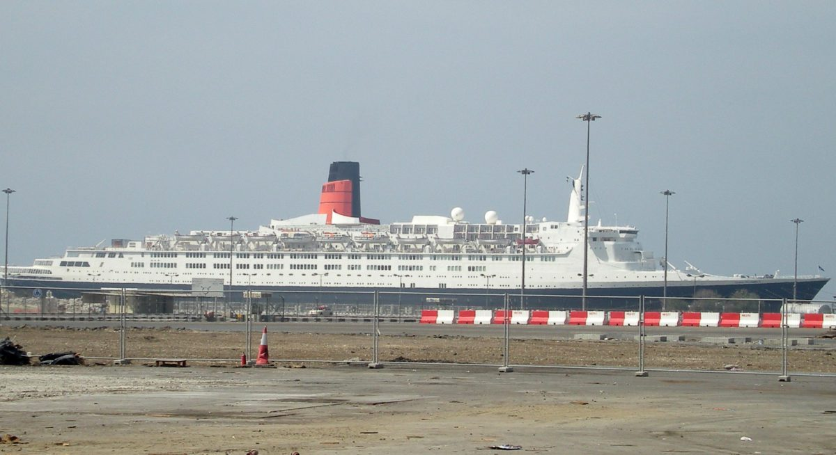queen elizabeth 2 qe2 dubai